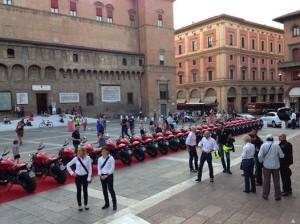 Moto Ducati in Piazza Maggiore